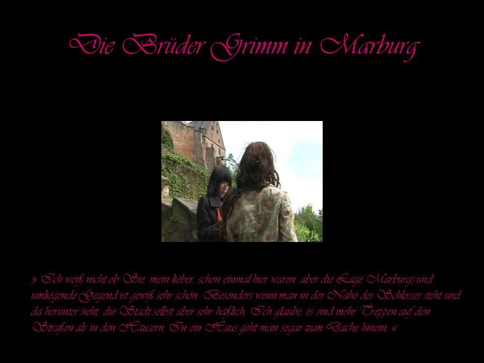 Wir wollen euch nun auf den 'Grimm-Dich- Pfad' führen und dabei erfahren, welche Märchen euch bekannt sind, ob Marburger Passanten Märchen für relevant halten und einige Märchensequenzen nachspielen.