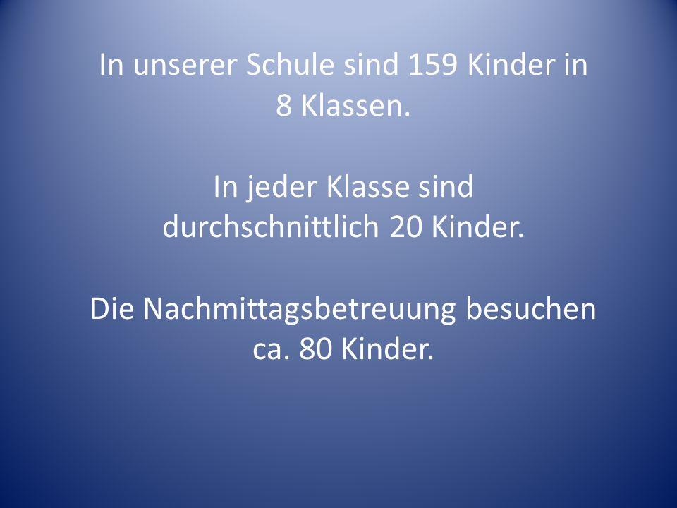 In unserer Schule sind 159 Kinder in 8 Klassen. In jeder Klasse sind durchschnittlich 20 Kinder.