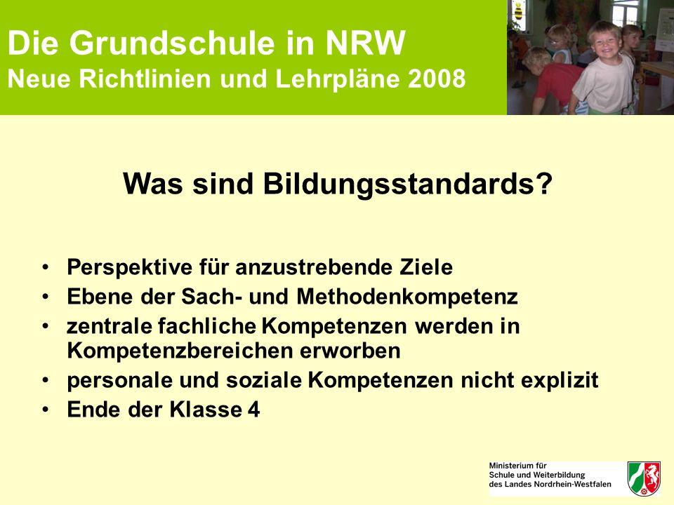 Die Grundschule in NRW Neue Richtlinien und Lehrpläne 2008 Was sind Bildungsstandards? Perspektive für anzustrebende Ziele Ebene der Sach- und Methode
