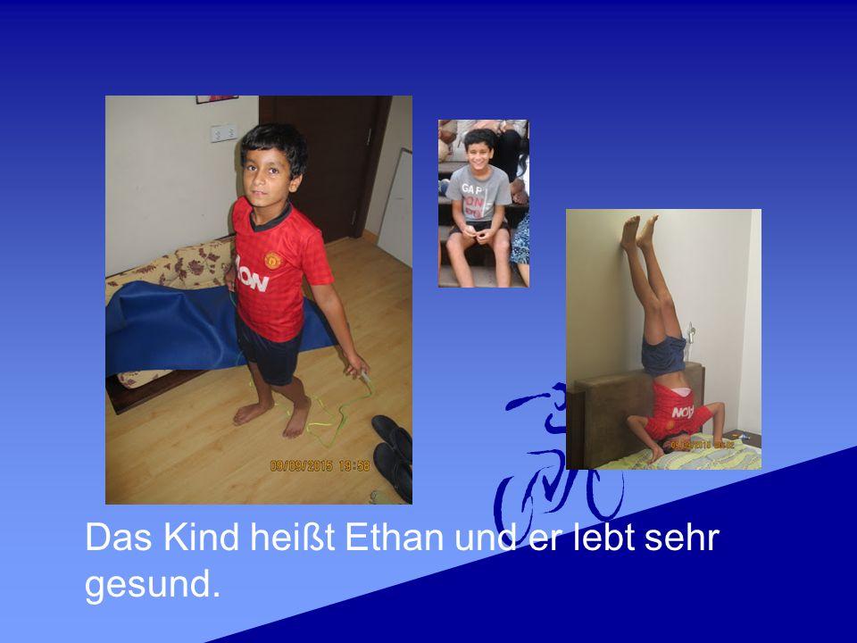 Das Kind heißt Ethan und er lebt sehr gesund.