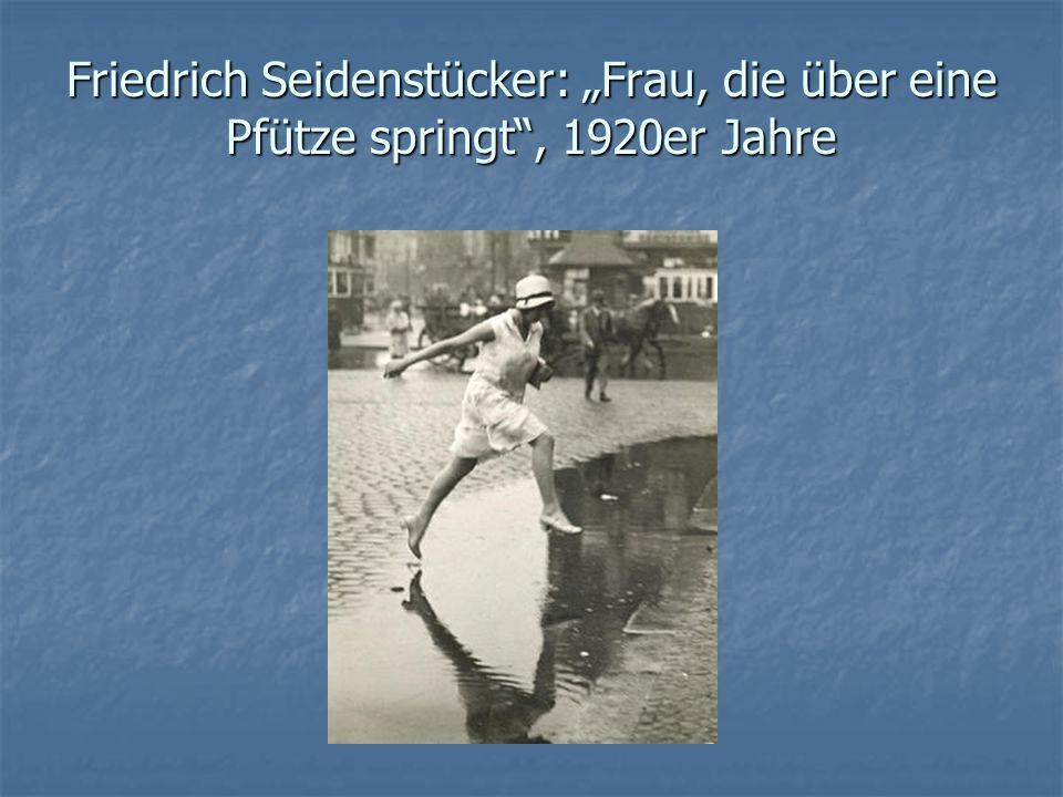 """Friedrich Seidenstücker: """"Frau, die über eine Pfütze springt"""", 1920er Jahre"""