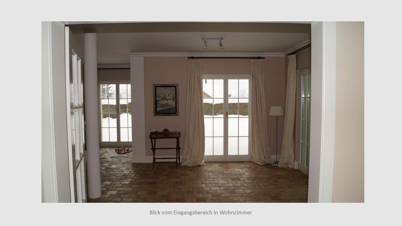 Blick vom Eingangsbereich in Wohnzimmer