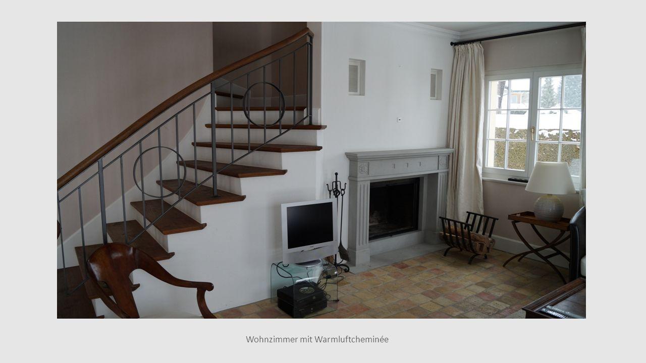 Wohnzimmer mit Warmluftcheminée