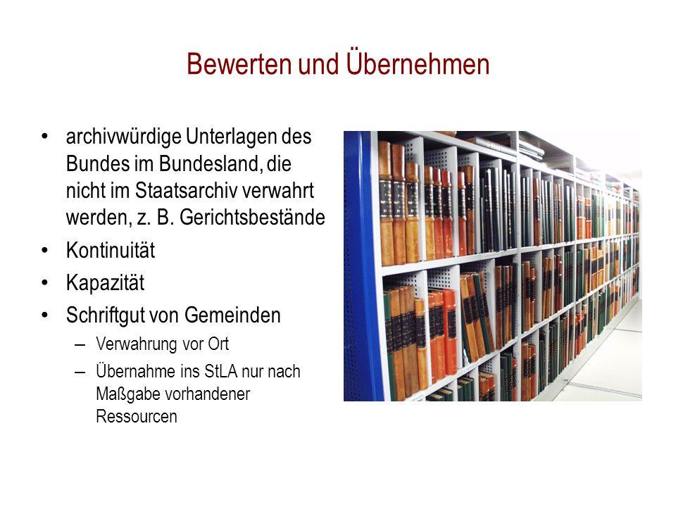 Bewerten und Übernehmen archivwürdige Unterlagen des Bundes im Bundesland, die nicht im Staatsarchiv verwahrt werden, z.