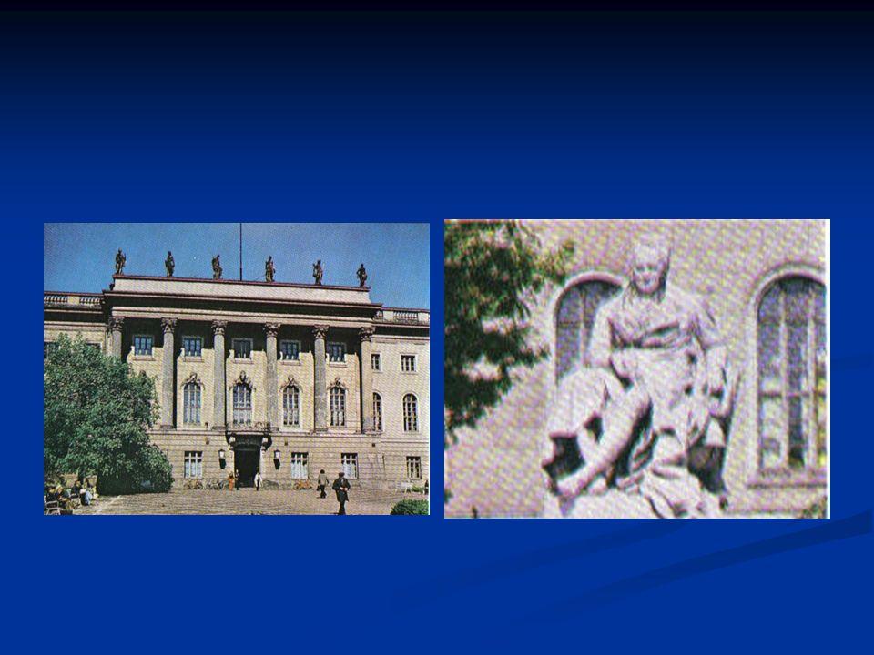 Auf der linken Sraßenseite sehen Sie das Gebäude der Deutschen Staatsoper.