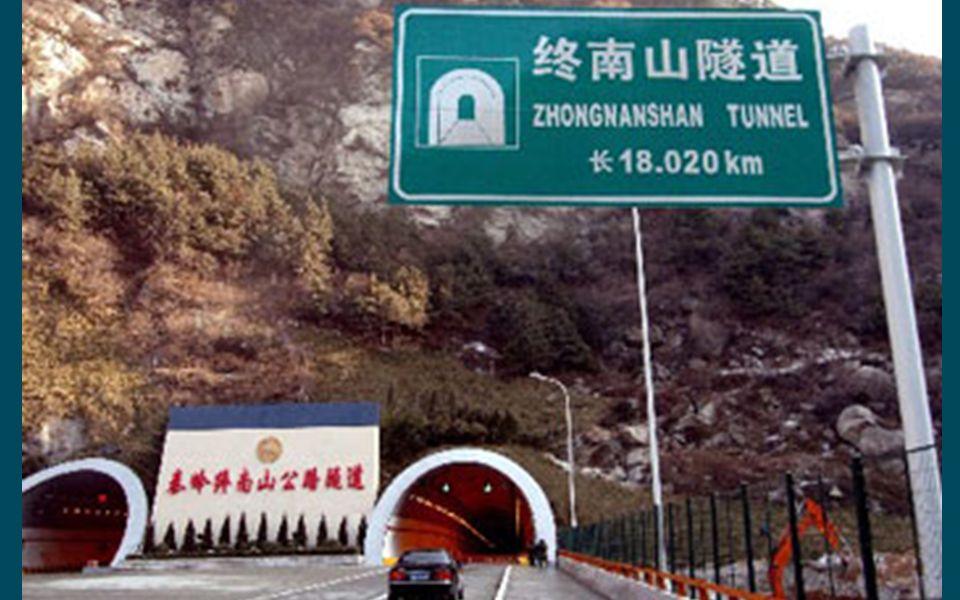 """3. Mit einer Länge von 18 km ist der Doppeltunnel """"Zhongnanshan"""" als Bestandteil der Straße nach Quinling in der Provinz Shaanxi der längste seiner Ar"""