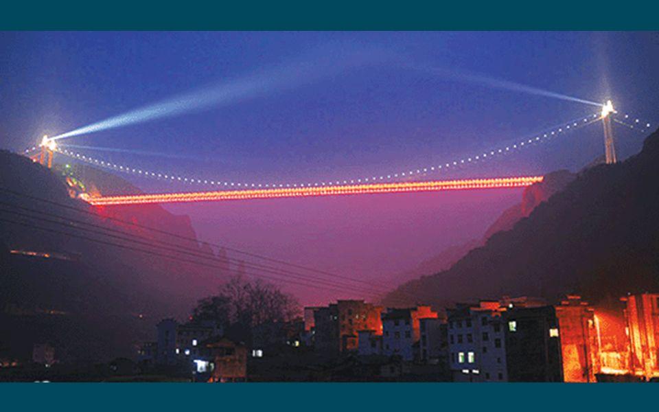 5.5. Aizhai Brücke in der Provinz von Hunan, Höhe 330 m, Länge 1176 m. Nummer 3 der Welt, Nummer 1 in Asien.