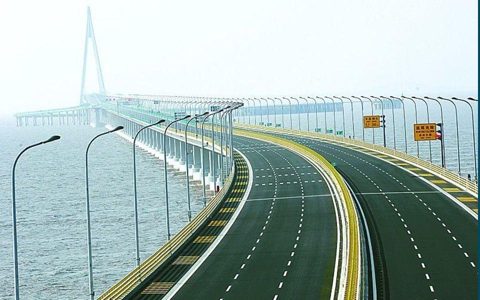 1 BRÜCKE VON HANGZOU Transozeanbrücke mit einer Gesamtlänge von 36 km.