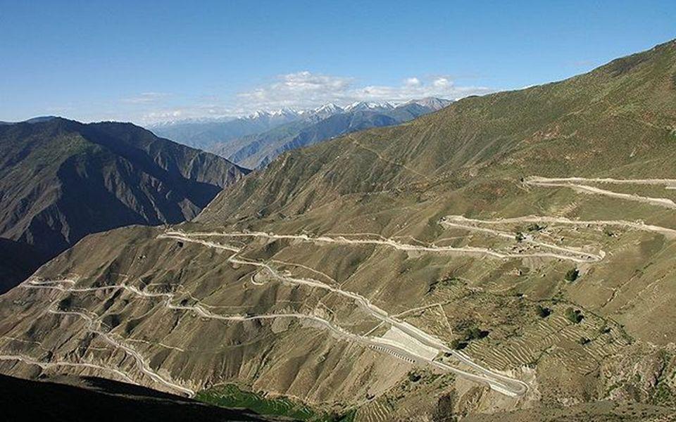Chuanzang Route Die Autobahn Sichuan-Tibet ist eine Strecke mit großen Höhen welche von Chengdu du Sichuan im Osten beginnt und im Westen in Lhasa end