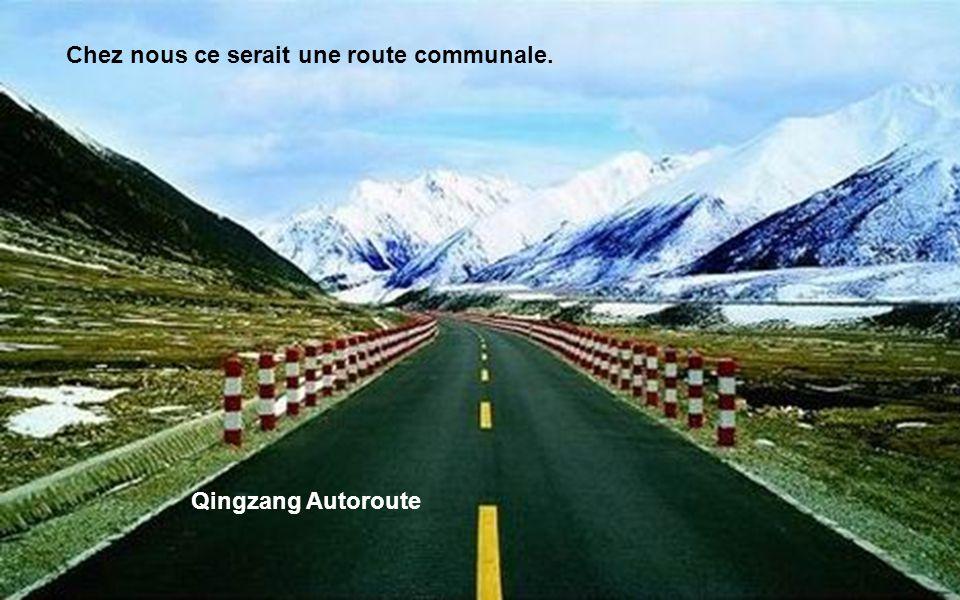 Qingzang Autoroute et Qingzang chemin de fer.