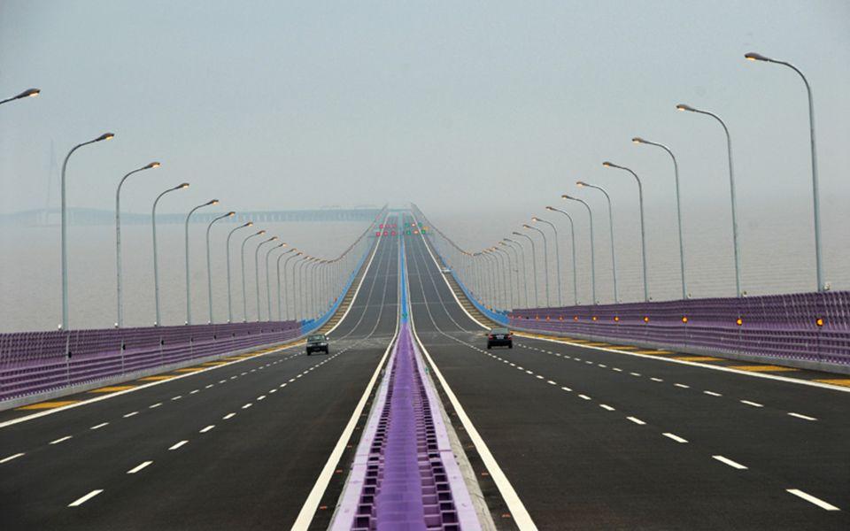 5.5.Aizhai Brücke in der Provinz von Hunan, Höhe 330 m, Länge 1176 m.