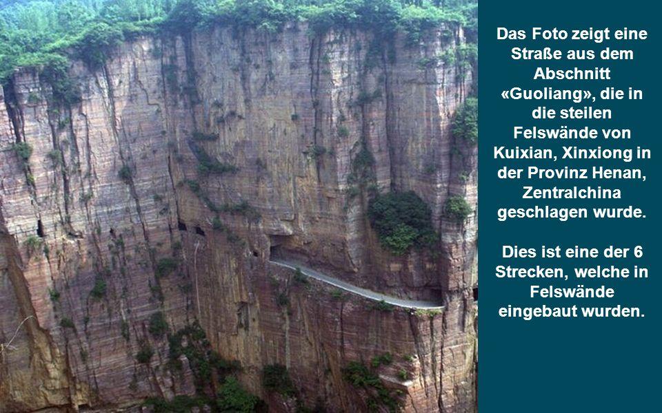 Das Foto zeigt eine Straße aus dem Abschnitt «Guoliang», die in die steilen Felswände von Kuixian, Xinxiong in der Provinz Henan, Zentralchina geschlagen wurde.