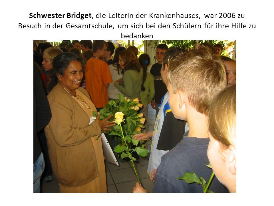 Schwester Bridget, die Leiterin der Krankenhauses, war 2006 zu Besuch in der Gesamtschule, um sich bei den Schülern für ihre Hilfe zu bedanken