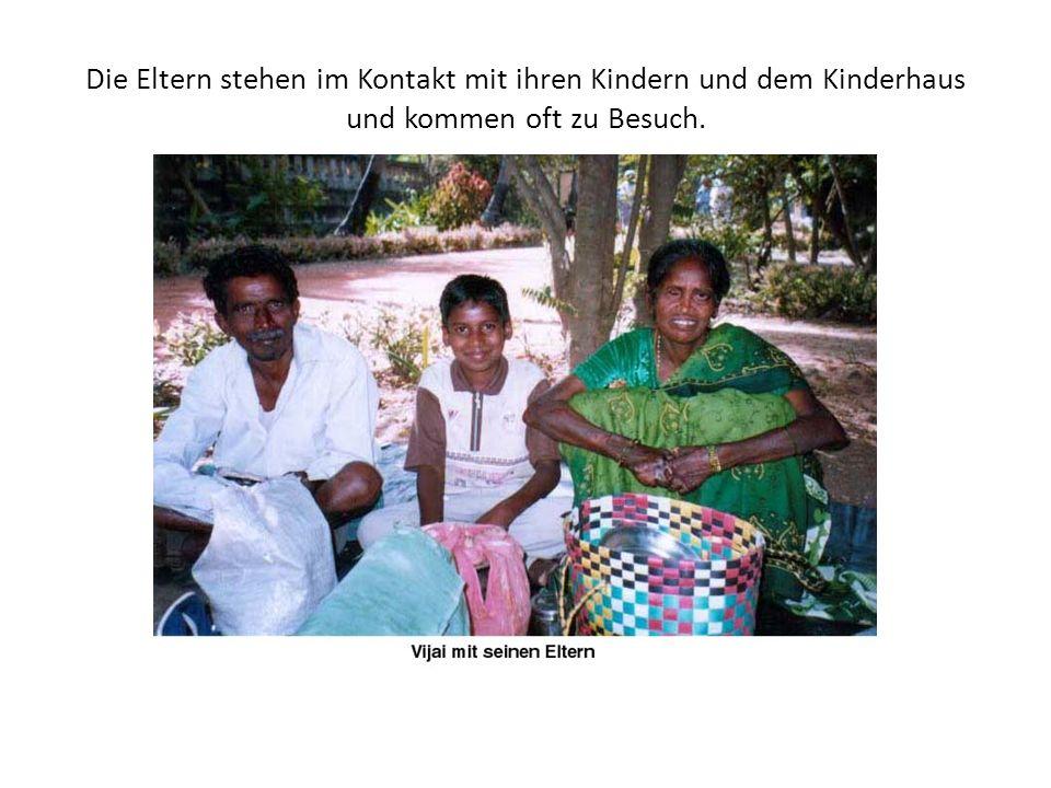 Die Eltern der Kinder leben in den Leprakolonien außerhalb am Stadtrand und arbeiten als Tagelöhner oder betteln.