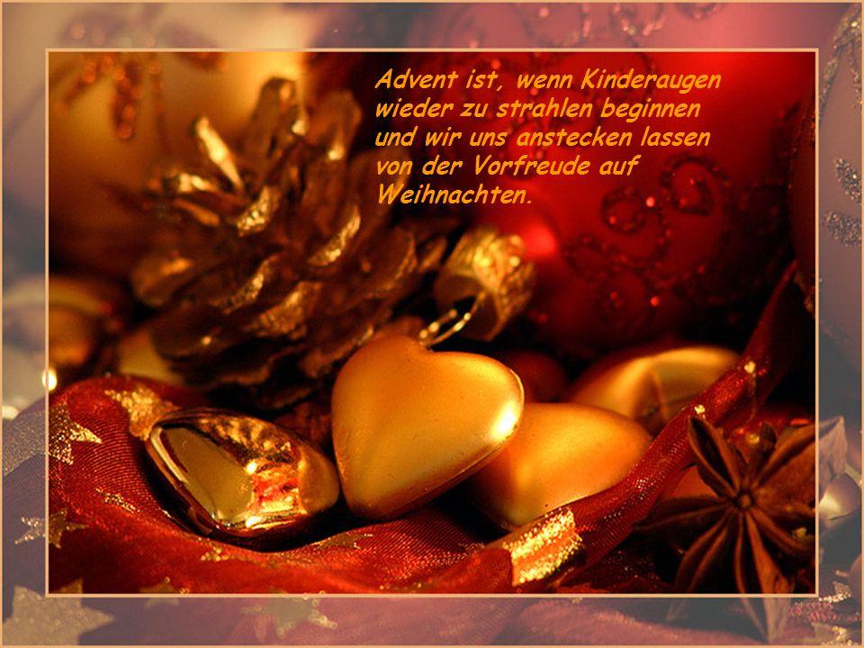 Im Advent bei Kerzenschein, die Kindheit fällt dir wieder ein. Ein Adventskranz mit seinen Kerzen lässt Frieden strömen in unsere Herzen, Des Jahres H