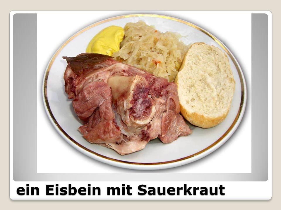 ein Eisbein mit Sauerkraut