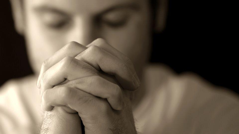 Lukas 18, 35-43 Es begab sich aber, als er in die Nähe von Jericho kam, dass ein Blinder am Wege saß und bettelte.