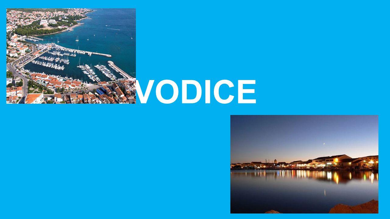 Vodice hat 6.755 das Stadtwappen Einwohner.