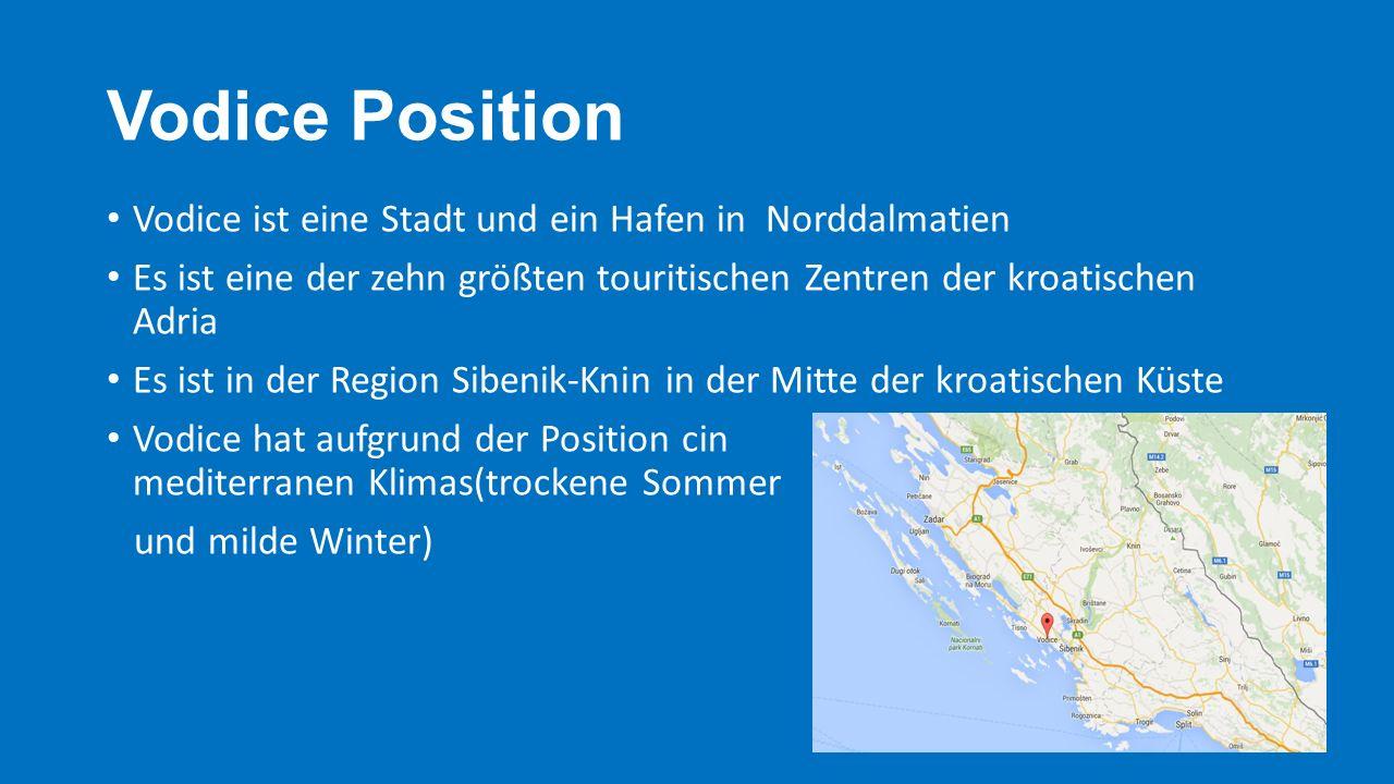 Vodice Position Vodice ist eine Stadt und ein Hafen in Norddalmatien Es ist eine der zehn größten touritischen Zentren der kroatischen Adria Es ist in der Region Sibenik-Knin in der Mitte der kroatischen Küste Vodice hat aufgrund der Position cin mediterranen Klimas(trockene Sommer und milde Winter)