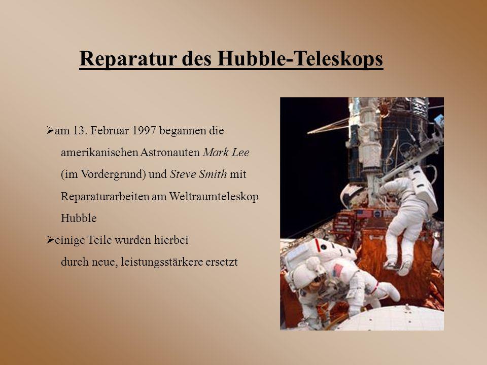  am 13. Februar 1997 begannen die amerikanischen Astronauten Mark Lee (im Vordergrund) und Steve Smith mit Reparaturarbeiten am Weltraumteleskop Hubb