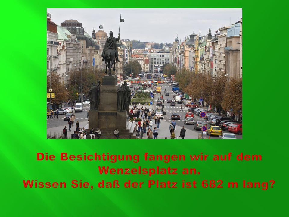 Wir gehen über den Wenzelsplatz bis zum Pulverturm.