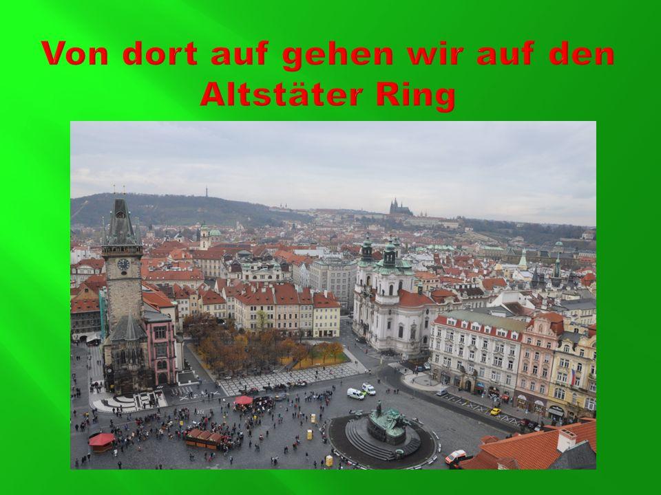 . Hier können wir Alte Rathaus mit der astronomischen Aposteluhr bewundern