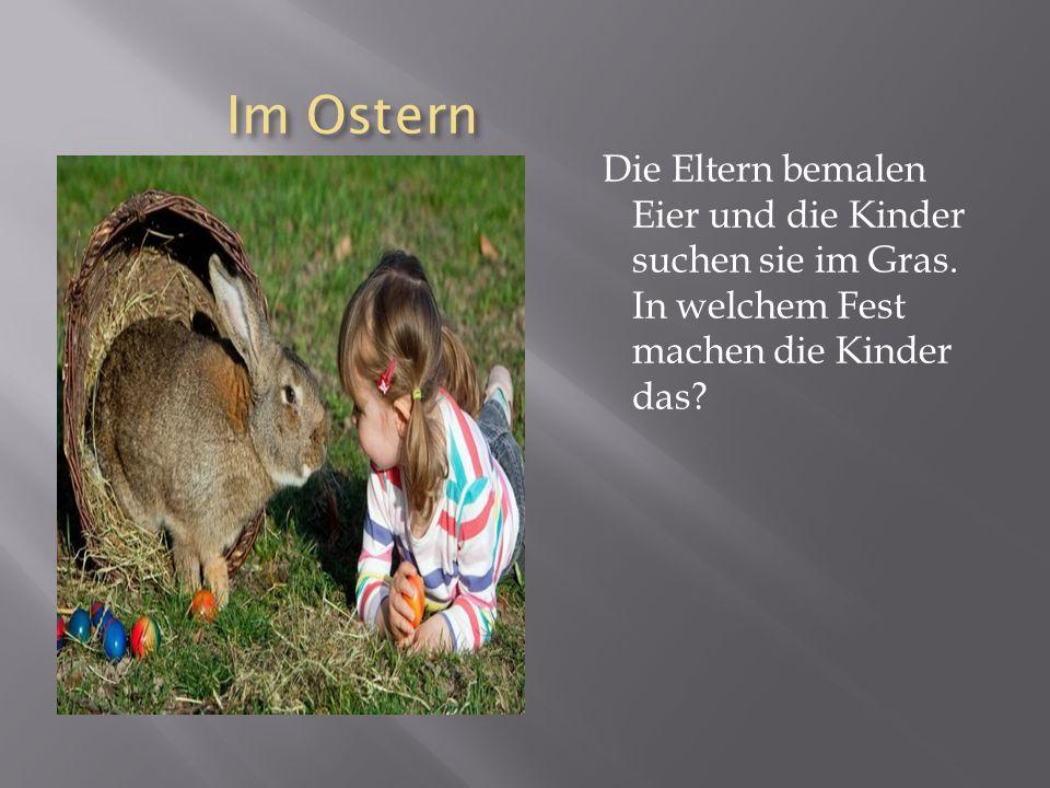 Im Ostern Im Ostern Die Eltern bemalen Eier und die Kinder suchen sie im Gras.