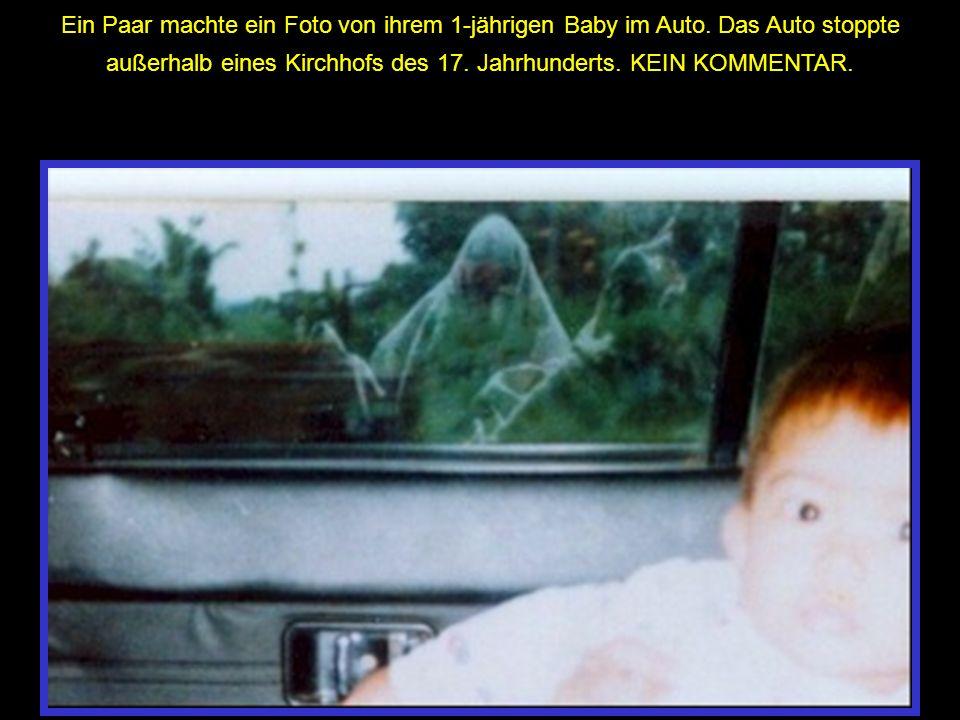 Ein Paar machte ein Foto von ihrem 1-jährigen Baby im Auto. Das Auto stoppte außerhalb eines Kirchhofs des 17. Jahrhunderts. KEIN KOMMENTAR.