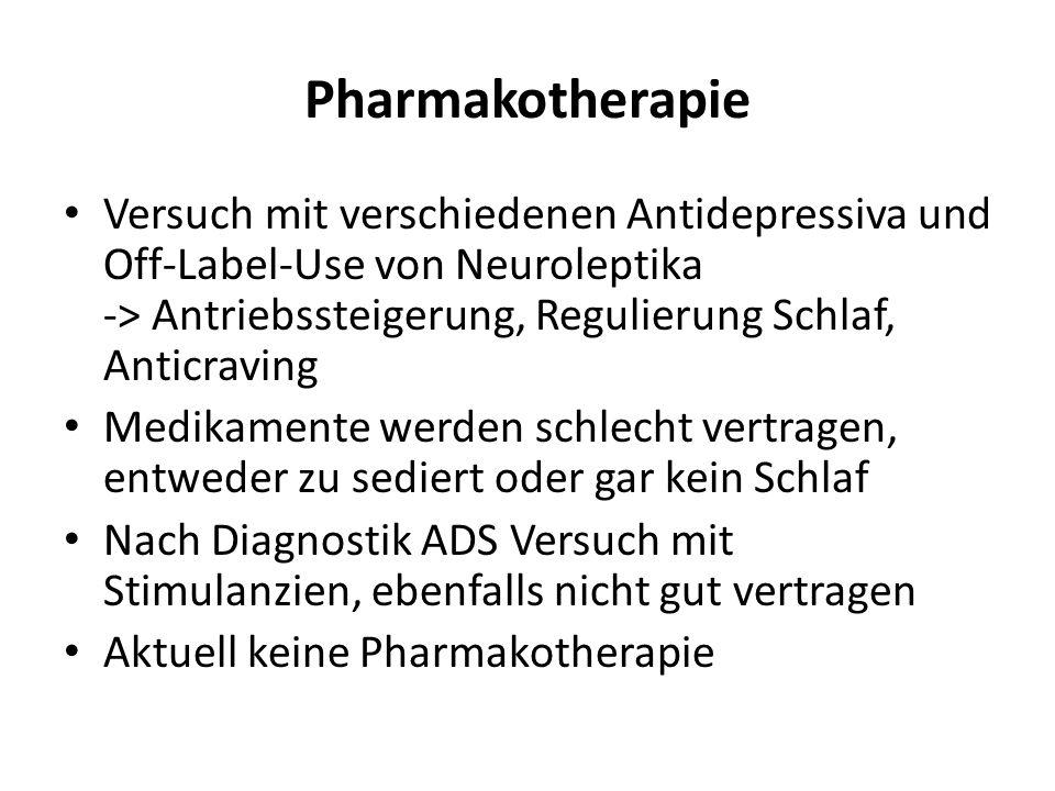 Pharmakotherapie Versuch mit verschiedenen Antidepressiva und Off-Label-Use von Neuroleptika -> Antriebssteigerung, Regulierung Schlaf, Anticraving Medikamente werden schlecht vertragen, entweder zu sediert oder gar kein Schlaf Nach Diagnostik ADS Versuch mit Stimulanzien, ebenfalls nicht gut vertragen Aktuell keine Pharmakotherapie