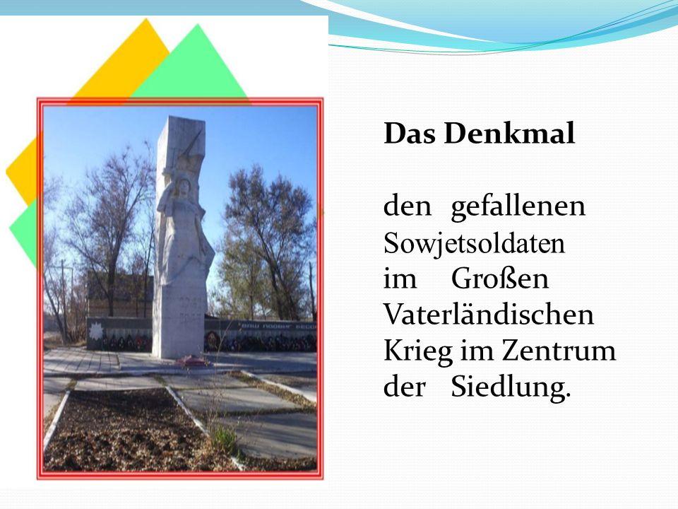 Das Denkmal dengefallenen Sowjetsoldaten imGroßen Vaterländischen Krieg im Zentrum derSiedlung.