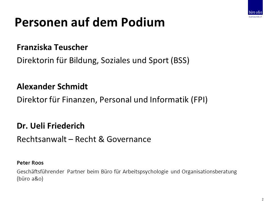 Personen auf dem Podium Franziska Teuscher Direktorin für Bildung, Soziales und Sport (BSS) Alexander Schmidt Direktor für Finanzen, Personal und Informatik (FPI) Dr.