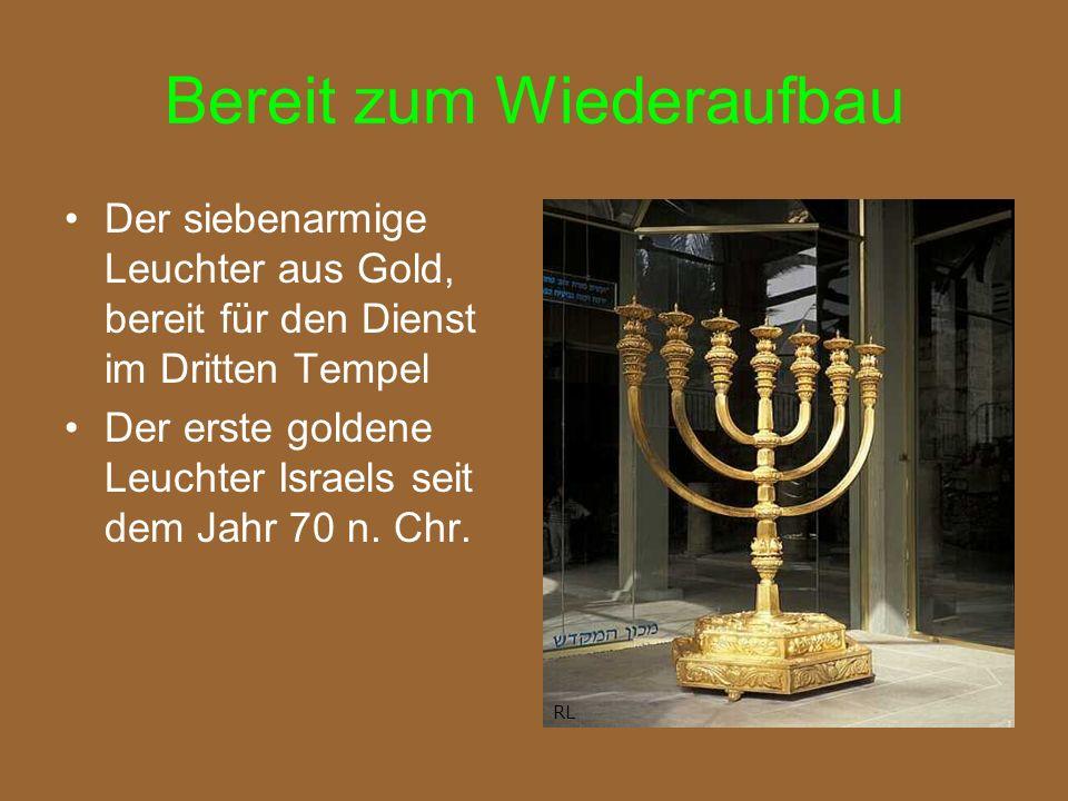 Bereit zum Wiederaufbau Der siebenarmige Leuchter aus Gold, bereit für den Dienst im Dritten Tempel Der erste goldene Leuchter Israels seit dem Jahr 70 n.