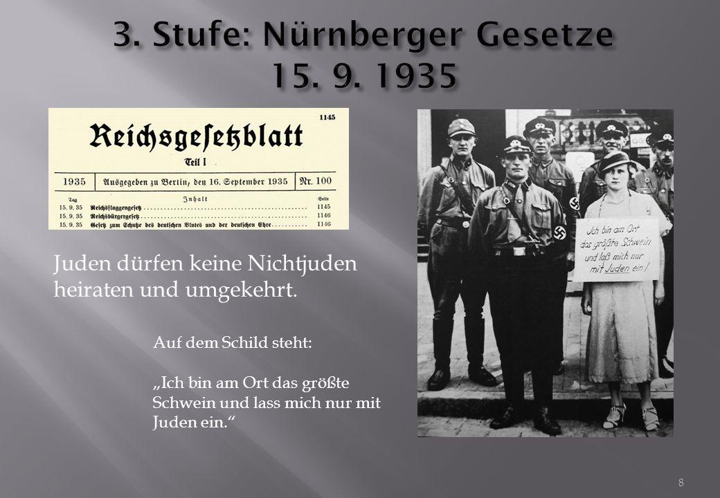 """8 Juden dürfen keine Nichtjuden heiraten und umgekehrt. Auf dem Schild steht: """"Ich bin am Ort das größte Schwein und lass mich nur mit Juden ein."""""""
