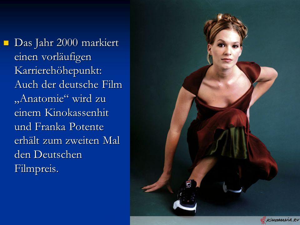 """Das Jahr 2000 markiert einen vorläufigen Karrierehöhepunkt: Auch der deutsche Film """"Anatomie"""" wird zu einem Kinokassenhit und Franka Potente erhält zu"""