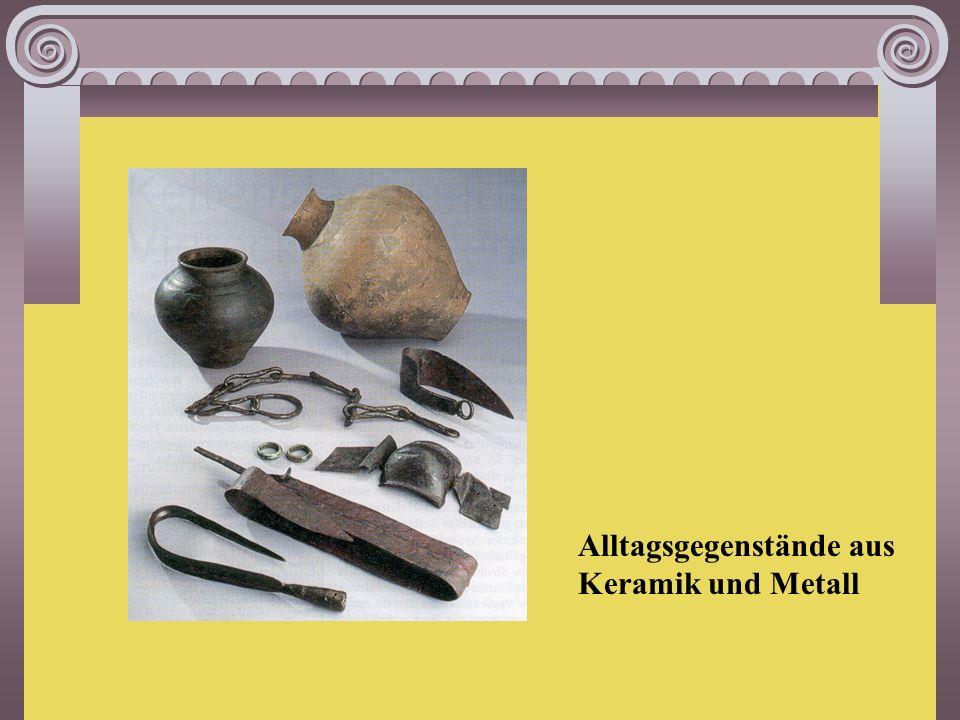 Funde Dies ist eine Maske von einem römischen Offizier, der mit einer Liege zusammen verbrannt wurde.