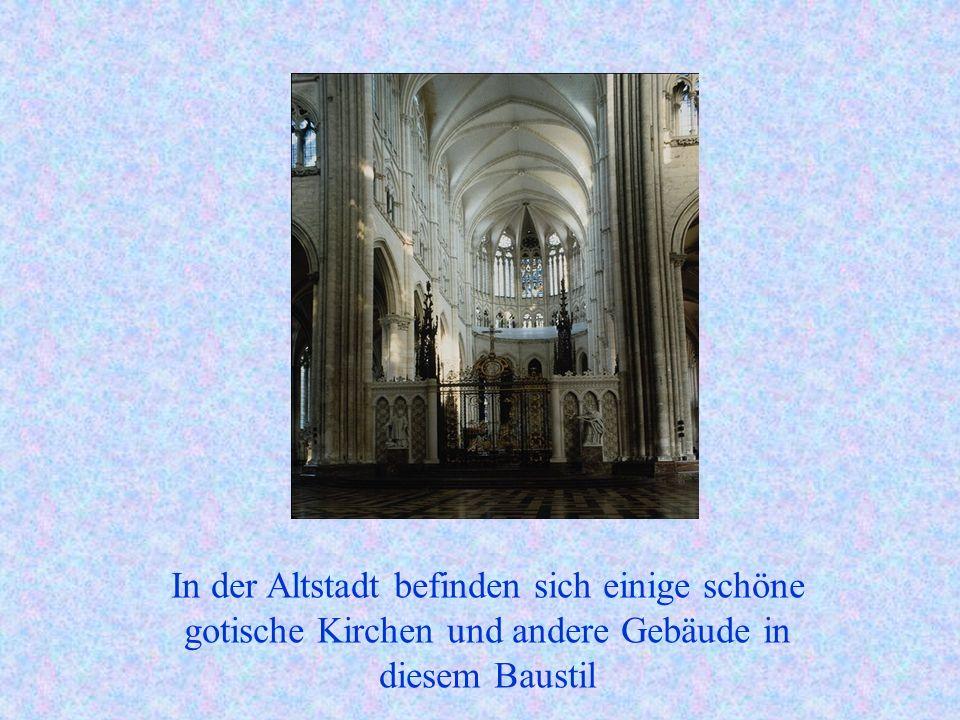 In der Altstadt befinden sich einige schöne gotische Kirchen und andere Gebäude in diesem Baustil