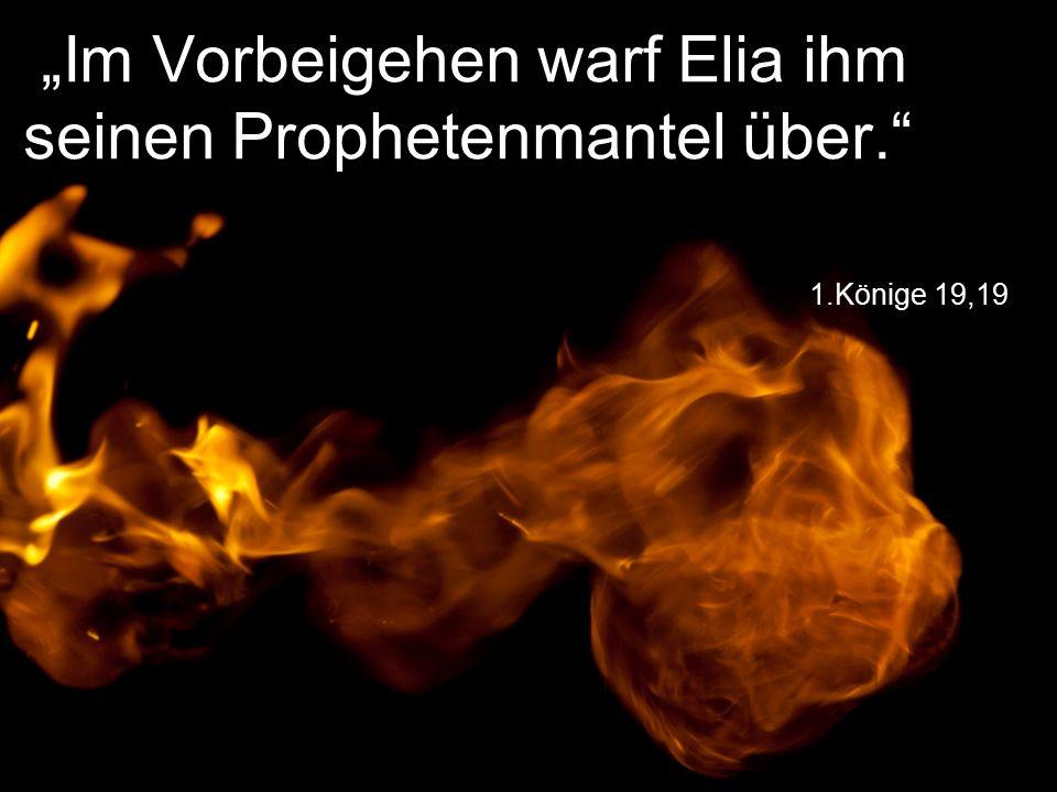 """1.Könige 19,19 """"Im Vorbeigehen warf Elia ihm seinen Prophetenmantel über."""