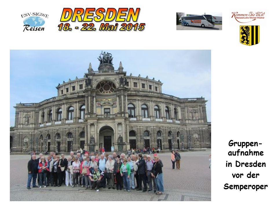 Gruppen- aufnahme in Dresden vor der Semperoper