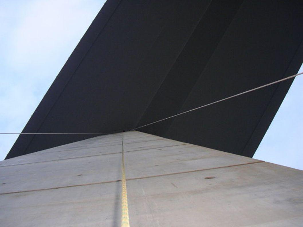 Millau-Viadukt in Frankreich Nach dreijähriger Arbeit von Jacques Chirac eröffnete am 14. Dezember 2004Kostprijs: 394 miljoen Euro Weltweit höchste Br
