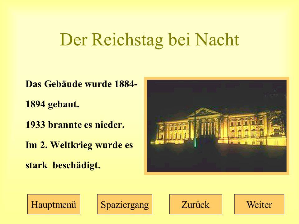 Der Reichstag bei Nacht Das Gebäude wurde 1884- 1894 gebaut.
