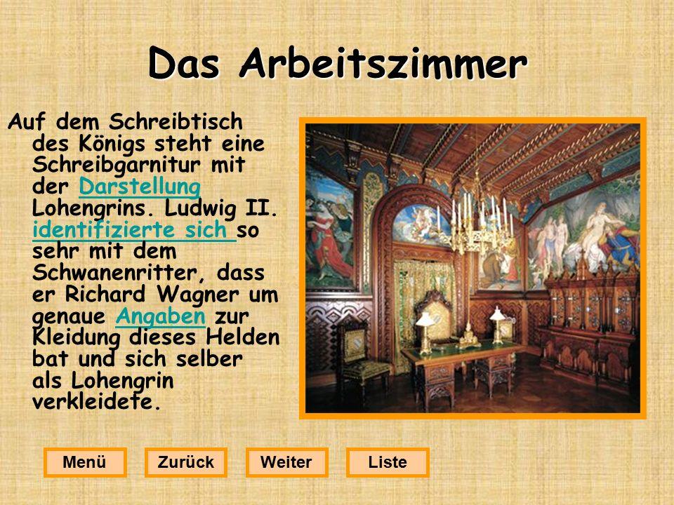 Das Arbeitszimmer Auf dem Schreibtisch des Königs steht eine Schreibgarnitur mit der Darstellung Lohengrins.