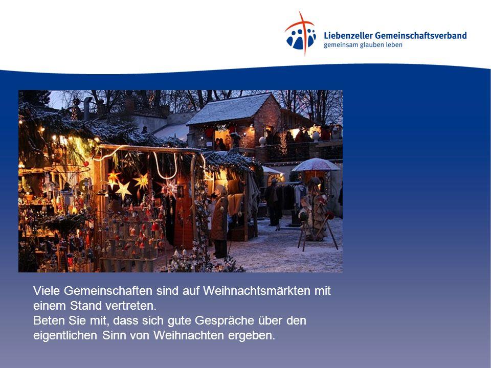 Viele Gemeinschaften sind auf Weihnachtsmärkten mit einem Stand vertreten. Beten Sie mit, dass sich gute Gespräche über den eigentlichen Sinn von Weih