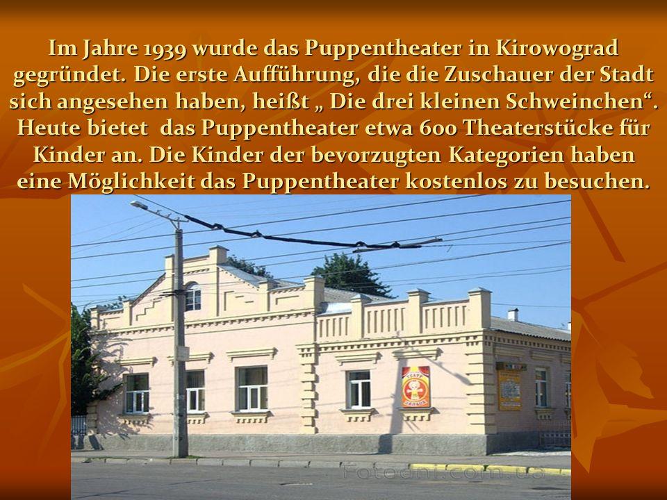 """Im Jahre 1939 wurde das Puppentheater in Kirowograd gegründet. Die erste Aufführung, die die Zuschauer der Stadt sich angesehen haben, heißt """" Die dre"""
