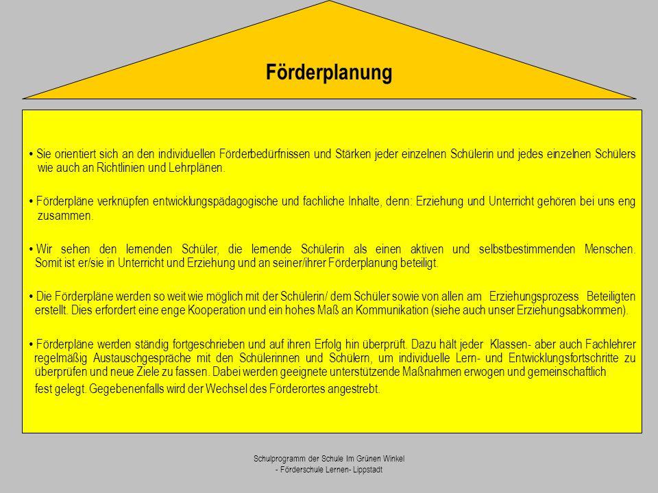 Schulprogramm der Schule Im Grünen Winkel - Förderschule Lernen- Lippstadt Methodenkompetenz - Organisations- und Planungsfähigkeit - Beherrschen von Denk- und Lernstrategien - Lernhaltung Erwerb zentraler Schlüsselqualifikationen Sozialkompetenz - Kommunikations- fähigkeit - Kooperations- fähigkeit Selbstkompetenz - Selbstständigkeit - Verantwortungs- bewusstsein - Belastbarkeit Der folgende Kriterienkatalog dient zur differenzierteren Betrachtungsweise der einzelnen Kompetenzbereiche und bietet gleichzeitig eine Orientierungshilfe für alle am Schulleben Beteiligten.