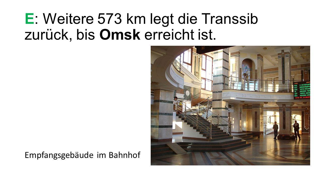 E: Weitere 573 km legt die Transsib zurück, bis Omsk erreicht ist. Empfangsgebäude im Bahnhof