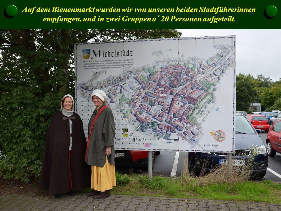 Auf dem Bienenmarkt wurden wir von unseren beiden Stadtführerinnen empfangen, und in zwei Gruppen a´ 20 Personen aufgeteilt.