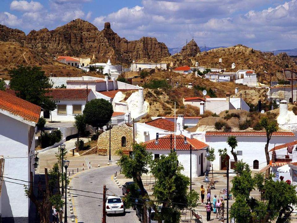 Die Höhlen sind völlig ungeordnet verteilt auf Hügel, Täler und Schluchten der Provinz Granada.