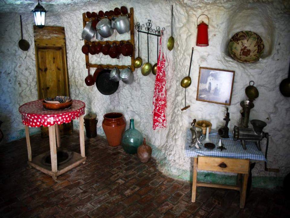 Durch den Kalk, die gewölbten Decken und die besonderen Kamine vermitteln die Höhlen der Region Granada eine Einzigartigkeit, die weltweit ihresgleichen sucht.