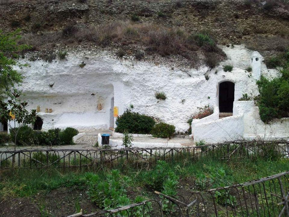 """Und für viele Bewohner der spanischen Provinz Granada trifft auch heute noch die Bezeichnung der prähistorischen Gruppe """"Höhlenmenschen zu!"""