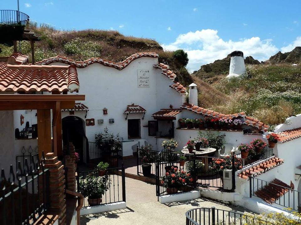 Touristen, die die Provinz Granada besuchen, haben die einzigartige Gelegenheit zu erleben, dass diese Wohnhöhlen auch mehr als tausend Jahre nach dem Entstehen nichts von ihrem Ursprung und ihrem Reiz verloren haben.